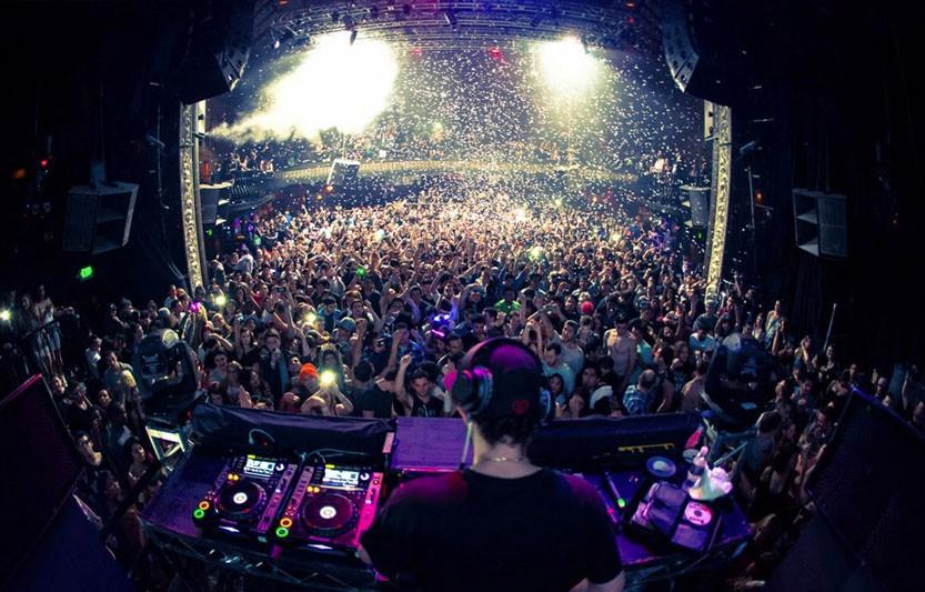 Avalon Nightclub DJ & dance floor