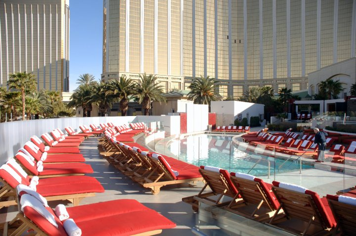 moorea daybeds at mandalay bay