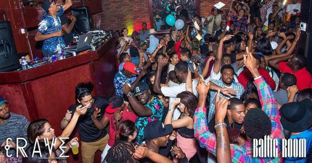 Small but crowded dane floor at WALL Miami