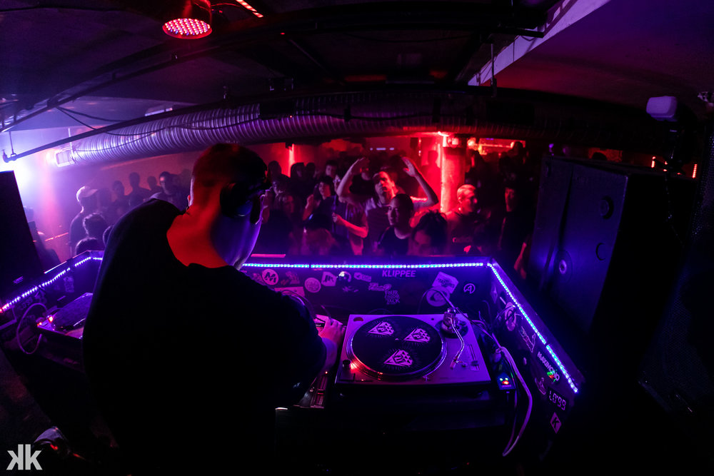 Massive dance floor party at Club Space