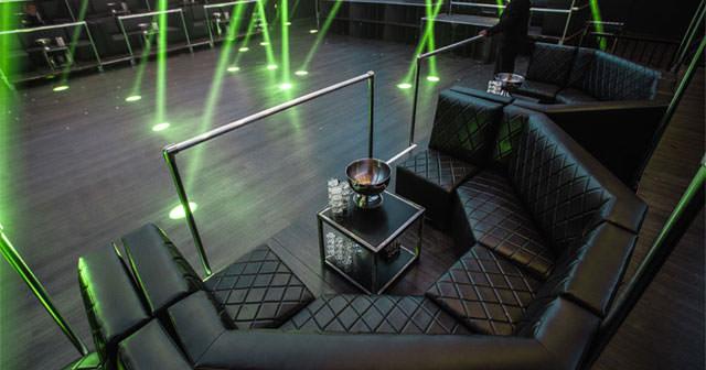 Acadeny Dance Floor Table